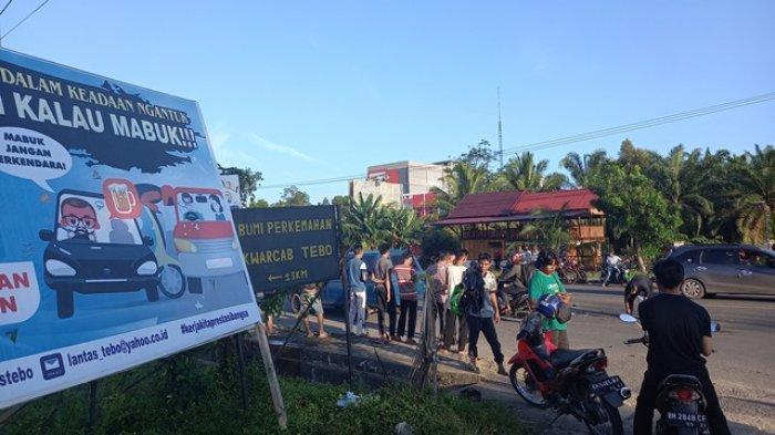 BREAKING NEWS Laka Lantas Terjadi di Jalan Lintas Tebo-Bungo, Tiga Pengedara Motor Dilarikan ke RS
