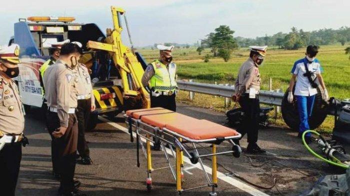 Kecelakaan Maut di Tol Kapal Betung, 4 Orang Penumpang Honda Jazz Tewas, Mobil Masuk Kolong Truk