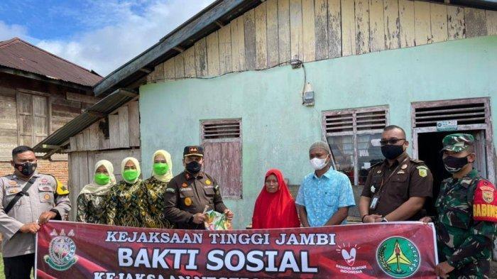 100 Paket Sembako Diberikan Kejaksaan Negeri Bungo Kepada Masyarakat