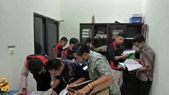 BREAKING NEWS: Kejari Bungo, Jambi Geledah Kantor Dinas LH Bungo, Ini Berkas yang Dicari Penyidik