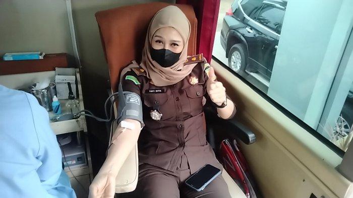 Peringati Hari Bhakti Adhyaksa ke 61, Kejari Muarojambi Adakan Donor Darah dan Vaksinasi Massal