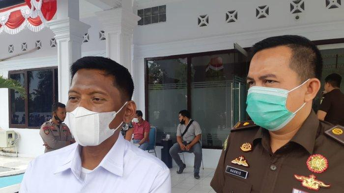 Kejari Sarolangun di Depan Warga yang Demo Ungkap Perkembangan Kasus Korupsi DD Lidung