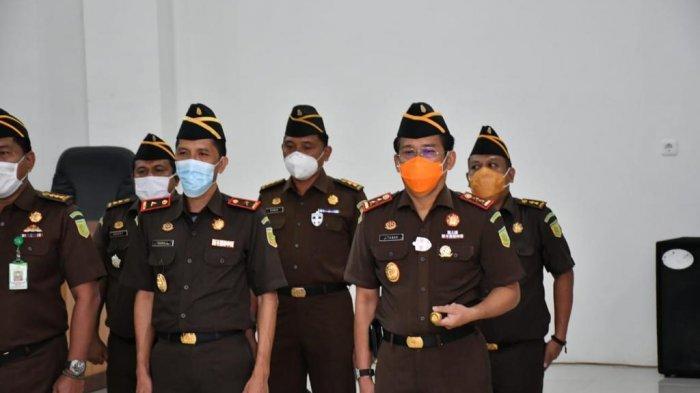 Kejati Jambi menggelar upacara penutupan dan pelantikan peserta diklat PPPJ angkatan LXXVII (77) tahun 2020, Rabu (23/12).