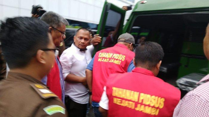 Kejati Jambi Tahan 3 Tersangka Kasus Dugaan Korupsi Pembangunan Auditorium UIN STS Jambi