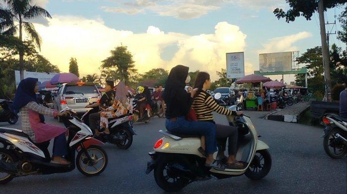 Kerap Terjadi Kemacetan di Depan Pasar Atas Sarolangun Menjelang Waktu Berbuka Puasa