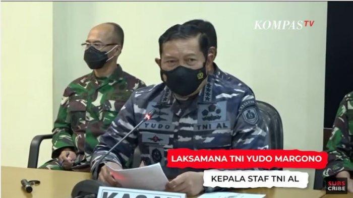 Kepala Staf TNI Angkatan Laut (KSAL) Laksamana TNI Yudo Margono menjelaskan serta mendeskrisikan temuan terkini mengenai pencarian kapal selam KRI Nanggala 402.