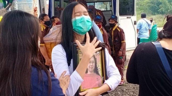 Suasana pemakaman jenazah perempuan yang ditemukan terbakar dalam mobil daerah Desa Sugihan, Kecamatan Bendosari, Kabupaten Sukoharjo