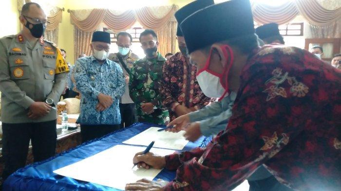 Perselisihan 2 Kelompok Masyarakat di Kerinci Diselesaikan Hukum Adat, Korban Disantuni Rp 125 Juta