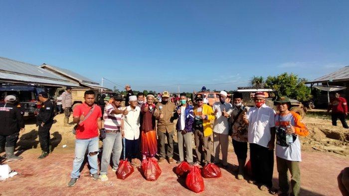 Ketua DPRD Sarolangun Ikut Serta Pemberian Bansos Bersama Pemda dan Kejati Jambi
