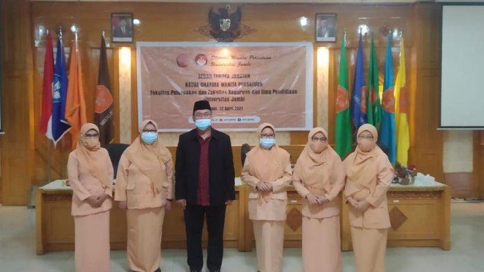 Ketua DWP Unja Ny.Daumi Lantik Ketua DWP FKIP dan Ketua DWP Fakultas Peternakan