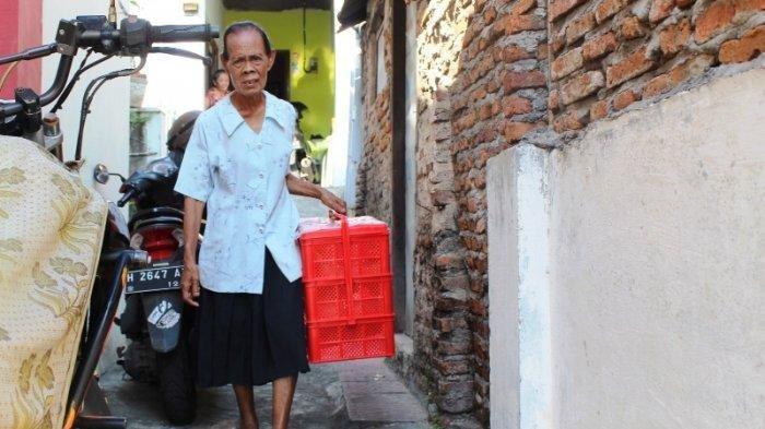 Uang Hasil Jualan Keliling Dibawa Penipu, Mbah Khotim Kehilangan Uang 400 Ribu, Pulang Jalan Kaki