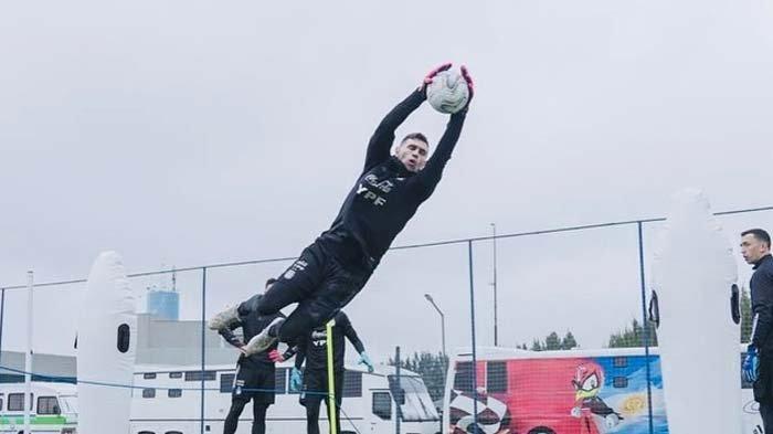 Profil Emiliano Martinez Kiper Argentina yang Tiga Kali Blok Penalti Kolombia