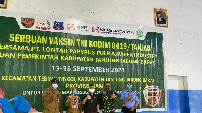 Kodim 0419/Tanjab Lanjutkan Serbuan Vaksinasi untuk Masyarakat Tebing Tinggi Tanjabbar
