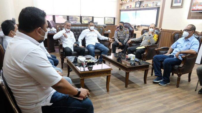Komite Olahraga Nasional Indonesia (KONI) Provinsi Jambi terus membangun silaturrahmi ke berbagai instansi dan pihak terkait lainnya guna memperkuat sinergitas menghidupkan olahraga di Provinsi Jambi.