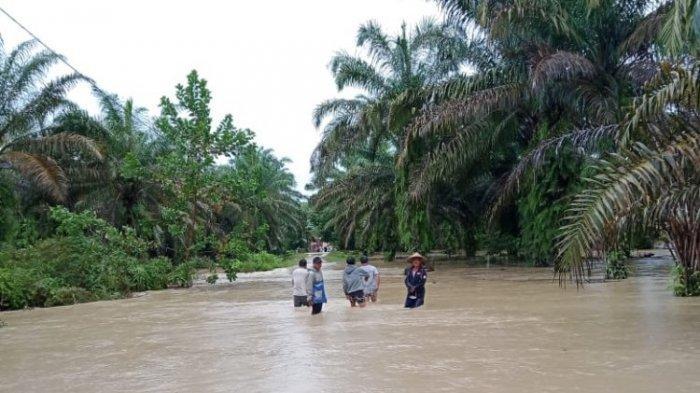 Puluhan Rumah Warga di Kabupaten Batanghari Diterjang Banjir Bandang