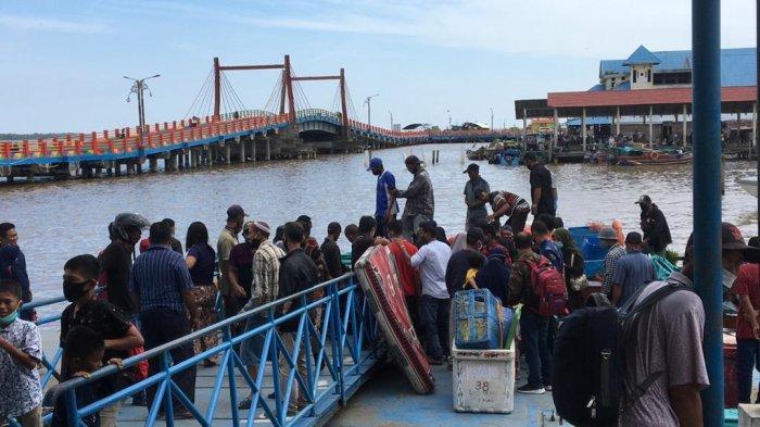 Jelang Libur Natal dan Tahun Baru, Penumpang di Pelabuhan LLASDP Kuala Tungkal Mulai Ramai