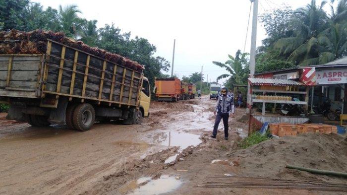 Baru Diaspal, Begini Kondisi Terkini Jalan Provinsi di Kelurahan Muara Sabak Ulu yang Nyaris Putus