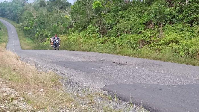 Jalan Lintas Mulai Rusak dan Bergelombang, Pengendara Khawatir Terjadi Kecelakaan