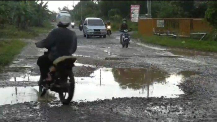Warga Petaling Muarojambi Keluhkan Jalan Provinsi Jambi yang Rusak Parah