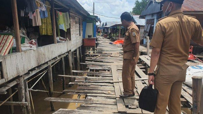 Kondisi Jembatan Penghubung di Kelurahan Nipah Panjang I Memprihatinkan