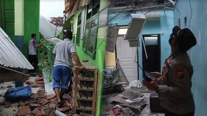Kondisi kanopi di lantai tiga MI Hidayatullah ambrol akibat gempa bumi di Malang dirasakan hingga Kota Blitar, Sabtu (10/4/2021). Foto kanan : kondisi kamar di Ruang Paviliun Cempaka RSUD Mardi Waluyo Kota Blitar rusak akibat gempa, Sabtu (10/4/2021)