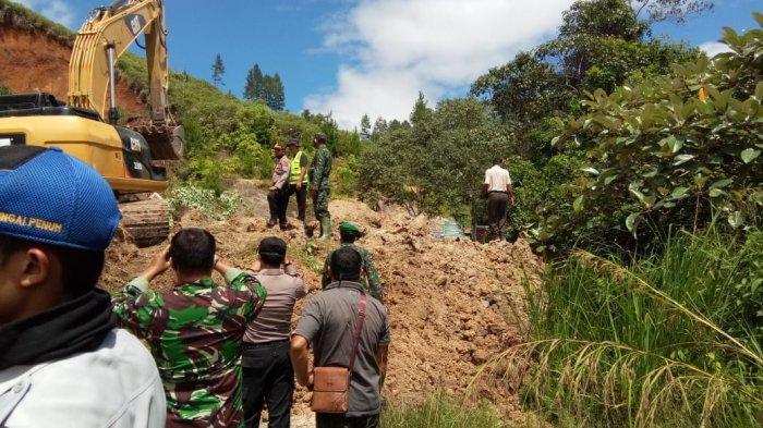 Jalan Sungai Penuh-Tapan Lumpuh Tertimbun Longsor, Satu Unit Alat Berat Diturunkan