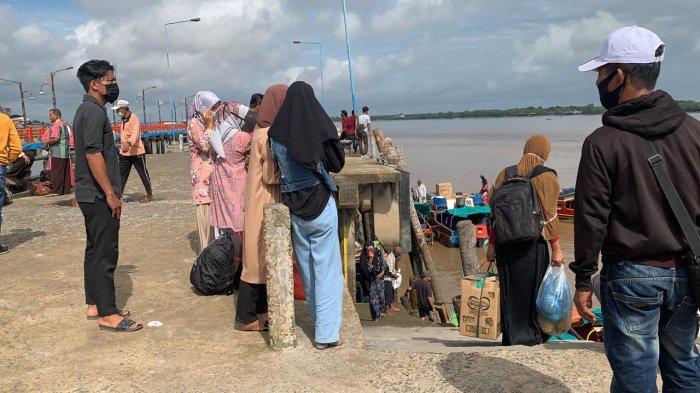Besok Diperkirakan Lonjakan Arus Balik, Hari Ini Pelabuhan LLASDP Kuala Tungkal Mulai Ramai