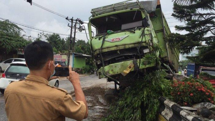 Kecelakaan di Batanghari, Truk Fuso Tabrak Pembatas Jalan di Muara Bulian, Begini Kondisinya