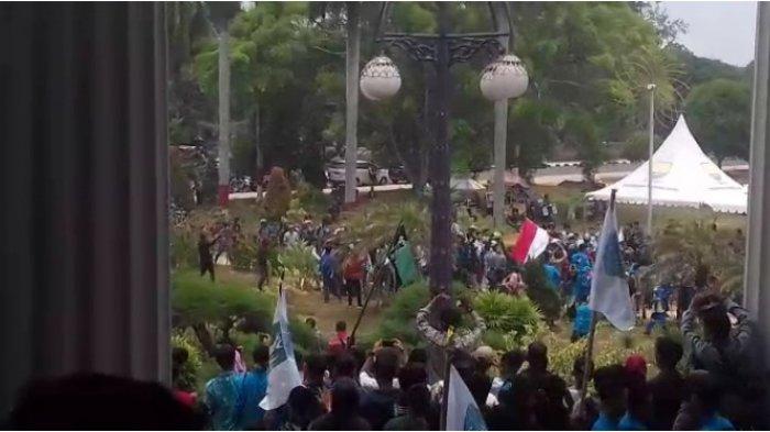 Konvoi Ratusan Pelajar Ke Kantor Gubernur Jambi Sambil Teriakkan Ini, Bikin Polisi Diam