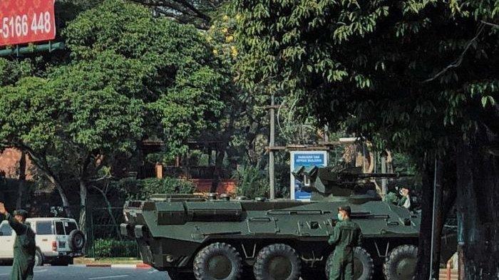 Kudeta militer yang terjadi di Myanmar membuat negara tersebut kini dipenuhi tentara di setiap sudut jalan