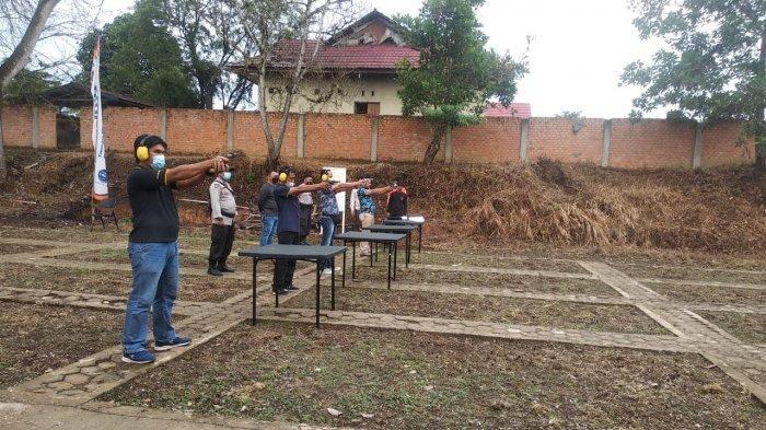Mengintip Latihan Menembak Personil Polres Sarolangun Pakai Revolver dan HS-9 dengan Jarak 10 Meter