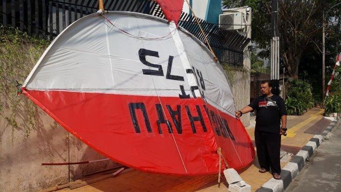 Rayakan Kemerdekaan RI, Remaja di Kebon Jeruk Bikin Layangan Merah Putih Setinggi 8 Meter