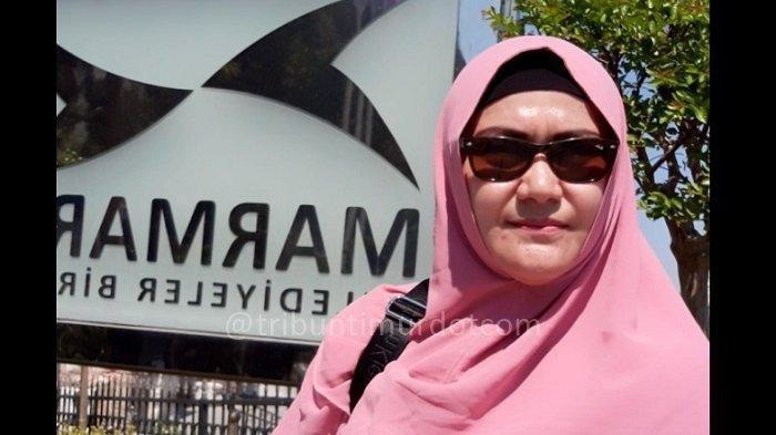 Lily Sofia Wanita yang Disebut Check In Hotel Sama Munarman Posting Ular Kepala 2, Sindir Jokowi?