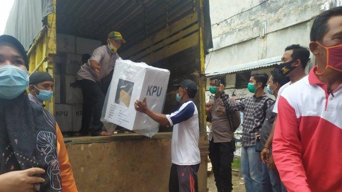 Lewat Jalur Laut dan Darat, Distribusi Logistik Pilkada di Tanjab Barat Mulai Didistribusikan