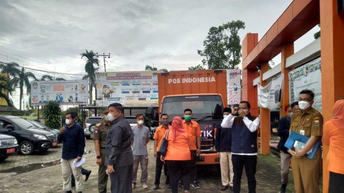 Logistik PSU Pilgub Jambi Diberangkatkan dari KPU, Dilepas Pj Gubernur Jambi
