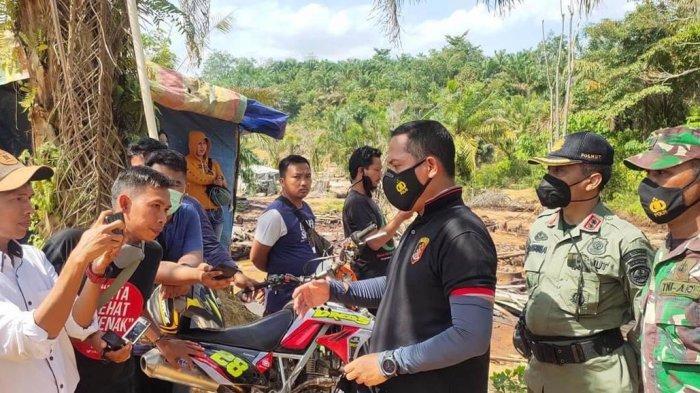 Hampir 200 Personel Merengsek Hancurkan Ribuan Sumur Minyak Hasil Ilegal Drilling di Bajubang