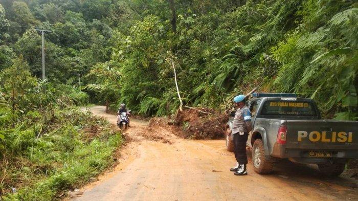 Bukit Rayo Sarolangun Longsor, Jalan Poros Batang Asai Tertutup Tanah