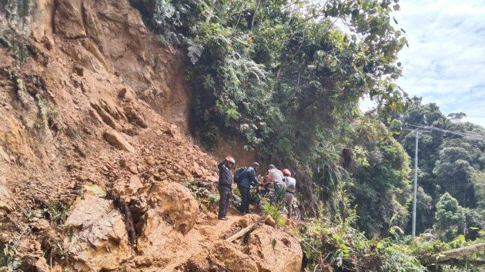 Jalan Batang Asai Masih Lumpuh Akibat Longsor, Kapolsek Ingat Warga Hati-hati Longsor Susulan
