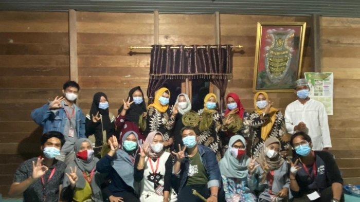 Mahasiswa KKN Unja di Tanjabtim Manfaatkan Limbah Lidi Sawit Menjadi Kerajinan