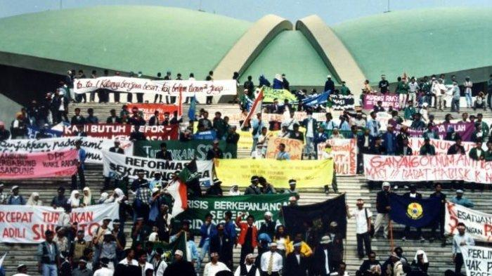 Teguran Maut Benny Moerdani Terbukti, Jika Dipatuhi Soeharto Tidak Akan Lengser Dari Kursi Presiden