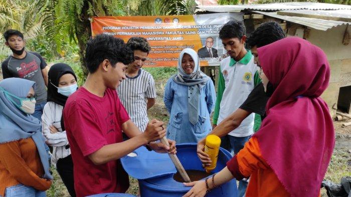 Mahasiswa Unja Ajari Masyarakat Muara Sabak Barat Olah Limbah Tahu Jadi Pupuk Organik Cair