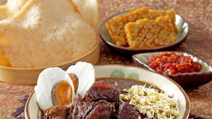 Resep Rawon Daging dengan Keluak yang Membuat Warnanya Hitam