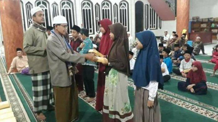 Malam Nuzul Qur'an, Warga Sekernan Jadikan Momen Penyerahan Hadiah Lomba Keagamaan Selama Ramadhan