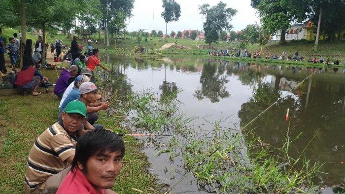 Intel Polisi Pura-pura Mancing Lele di Empang, Cuma Bercelana Pendek, Ternyata Awasi Terduga Teroris