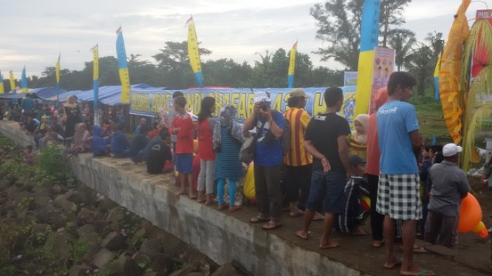 BREAKING NEWS & FOTO: Acara Adat Mandi Shafar, Warga Padati Pantai Babussalam