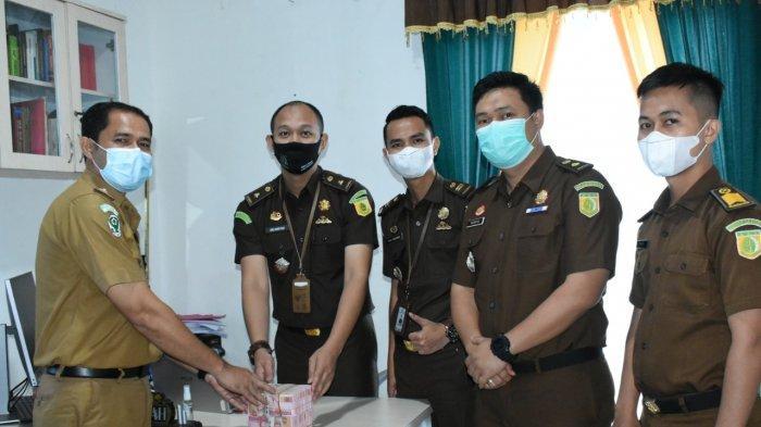 BREAKING NEWS Serahkan Rp 200 Juta, Mantan Sekda Merangin Terpidana Korupsi Dinyatakan Bebas