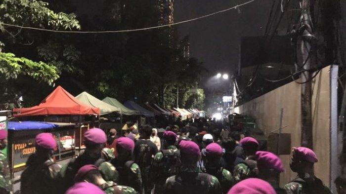 Detik-detik Marinir Turun Tangan Malam-malam Halau Pendemo di Bundaran HI, 'Ayo Pulang Dik'