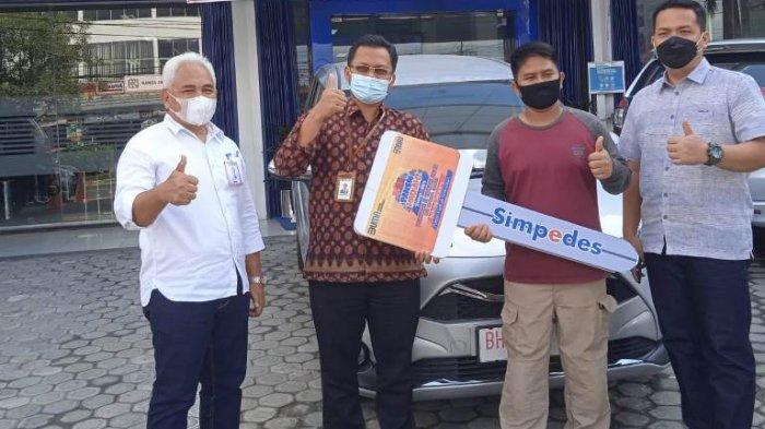 Sempat Dikira Penipuan, Subandi Tak Menyangka Pemenang Grand Prize Toyota Sienta Undian Simpedes