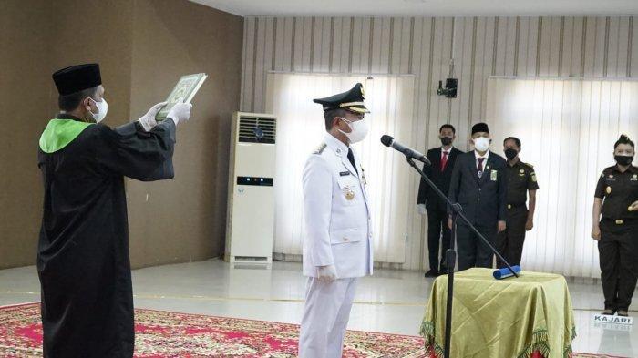 Gubernur Jambi Al Haris resmi melantik Mashuri sebagai Bupati Merangin, Minggu (29/8/2021).