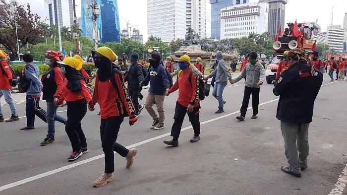 Massa Buruh Membeludak, Jalan MH Thamrin Menuju Arah Istana Negara Ditutup Sementara